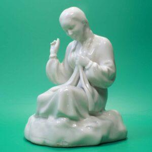 Фарфоровая статуэтка Полонне зхк вышивальщица