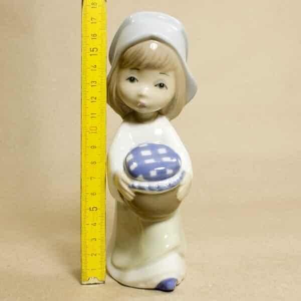 маленькая статуэтка девушка casades