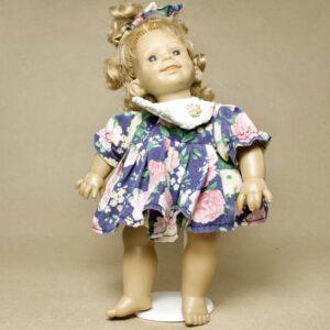 улыбчивая характерная кукла panre