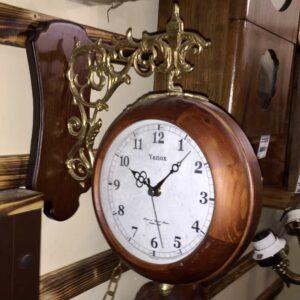 деревянные двухсторонние часы вокзальные