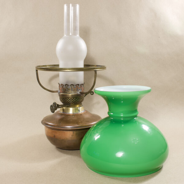 зелёная лампа керосиновая