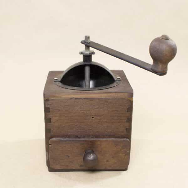 Антикварная кофемолка или мельница
